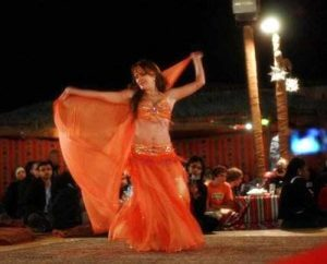 desert-safari-dubai-belly-dancer